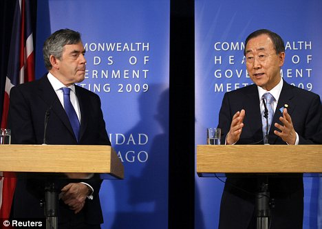 Britanski premier Gordon Brown in generalni sekretar ZN Ban Ki-moon. (Foto - Reuters)
